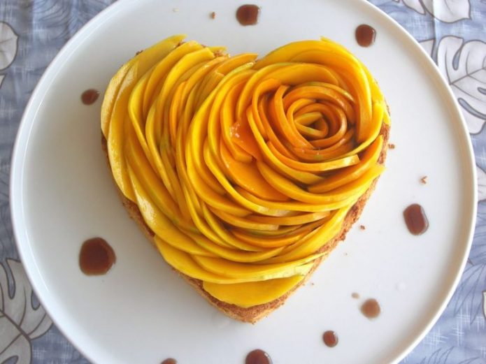 Сердце из пластиков манго