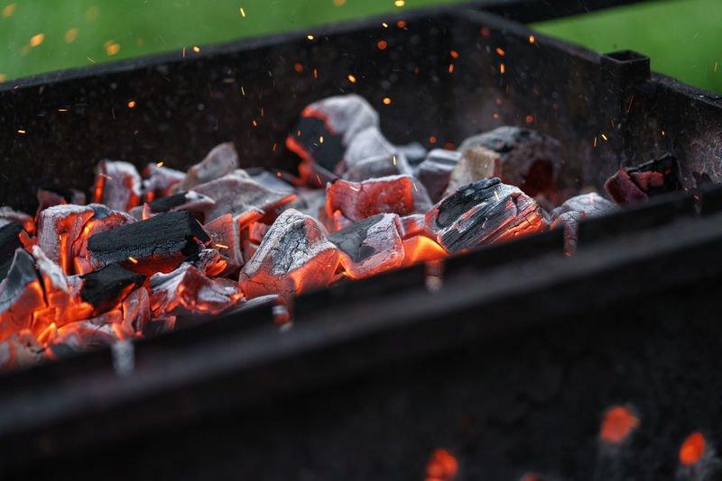 Как разжечь угли для шашлыка без жидкости