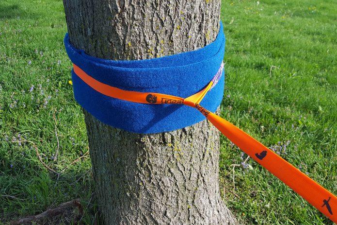 Крепление троса к дереву