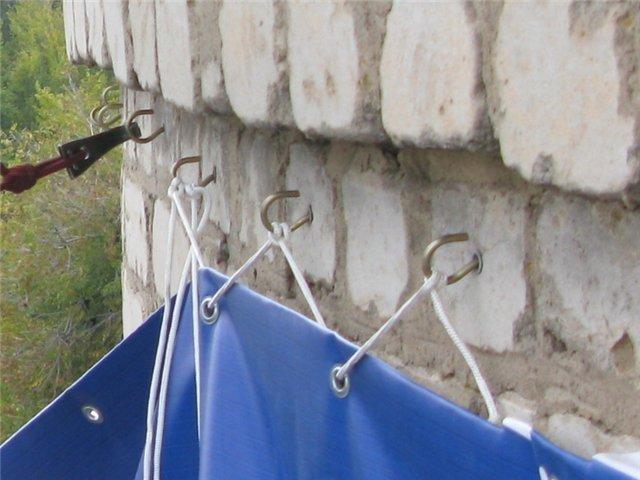 Крепление на стену с помощью крючков