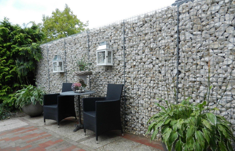 Забор из габионов со светильниками