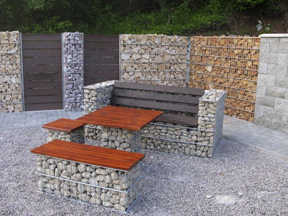 Мебель из габионов во дворе