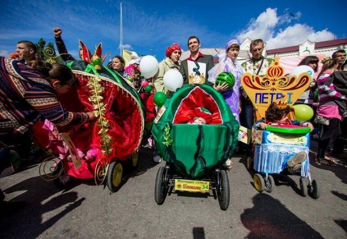 Шествие на Камышенском арбузном фестивале