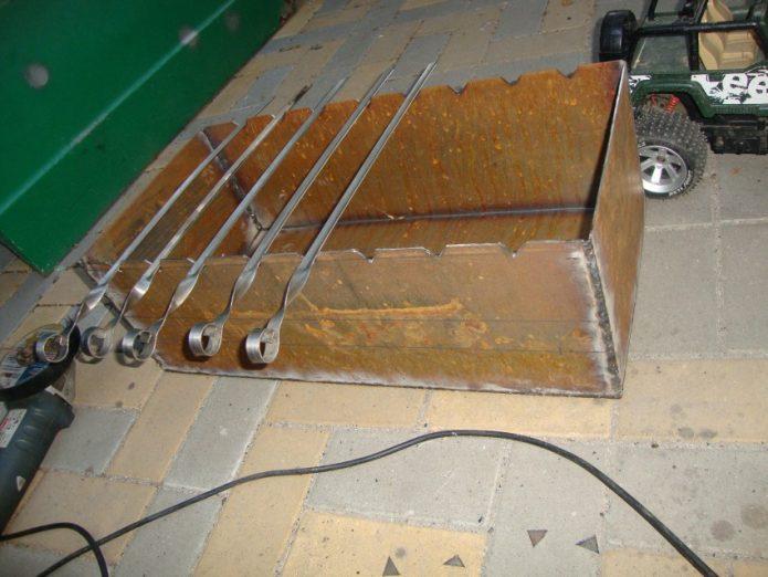 прорези для шампуров на мангале