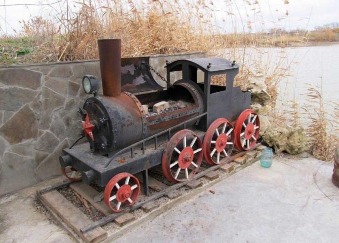 сварной мангал-локомотив