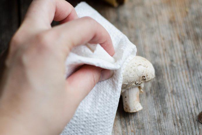 Процедура чистки грибов