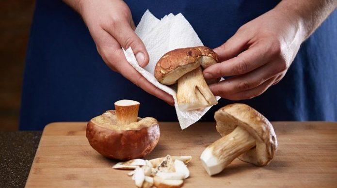 Чистка белых грибов