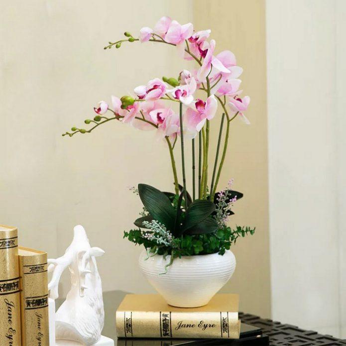 Искусственная орхидея