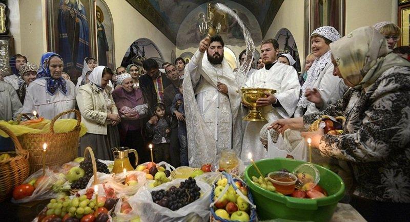 Освящение яблок и других плодов на Яблочный Спас