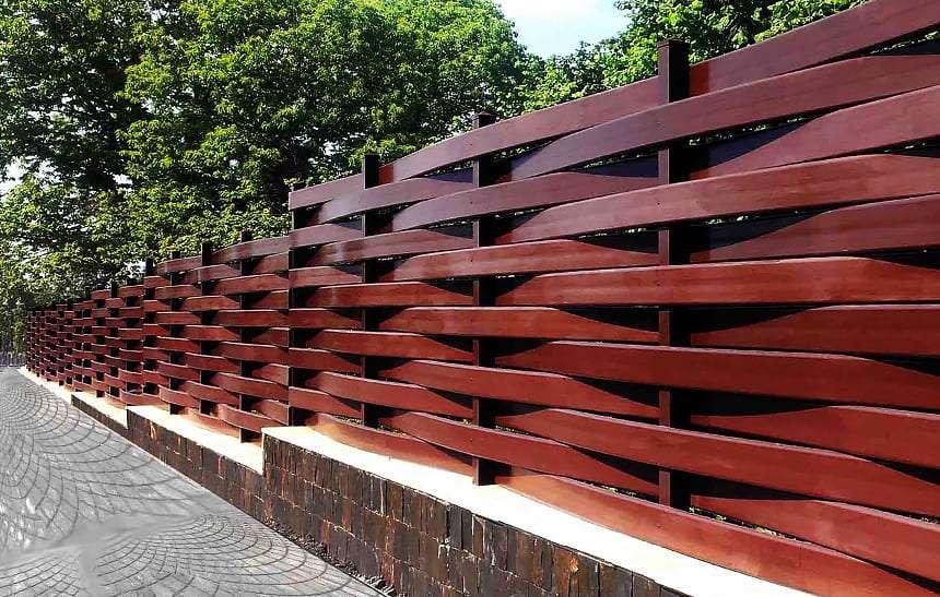 Забор-ступеньки