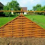 Треугольный забор-плетёнка