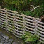 Забор-плетёнка из узких досок