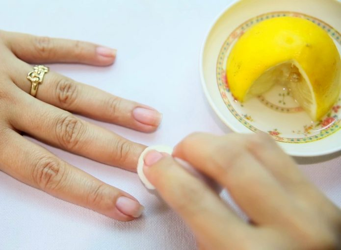 Очистка рук лимонным соком