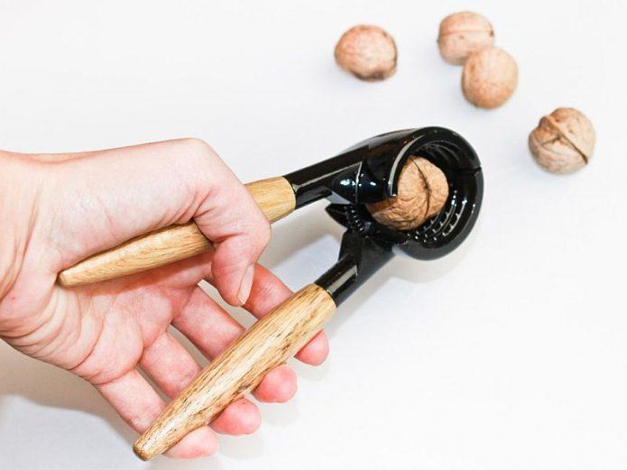 Орехокол для грецкого ореха