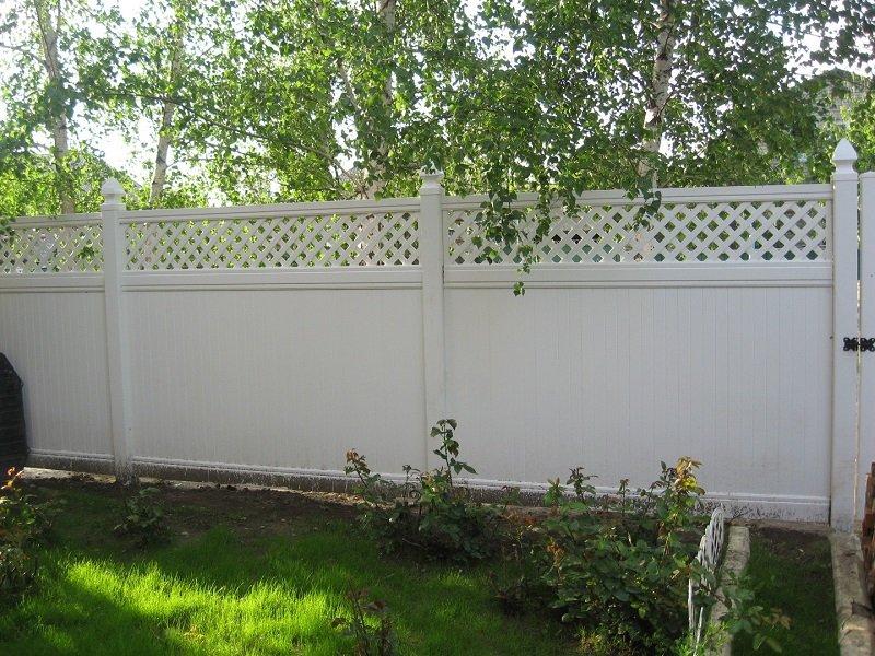 Пластиковый белый забор