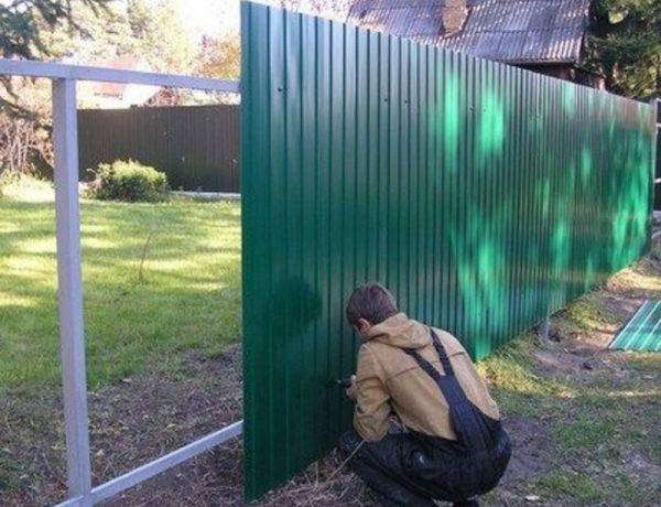 Забор для дома и дачи своими руками: как сделать дёшево и красиво