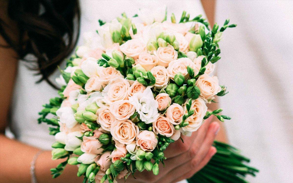 Букет из кустовых роз на свадьбу, букеты