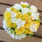 Букет из жёлтых и белых роз