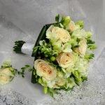 Букет из роз и фрезий