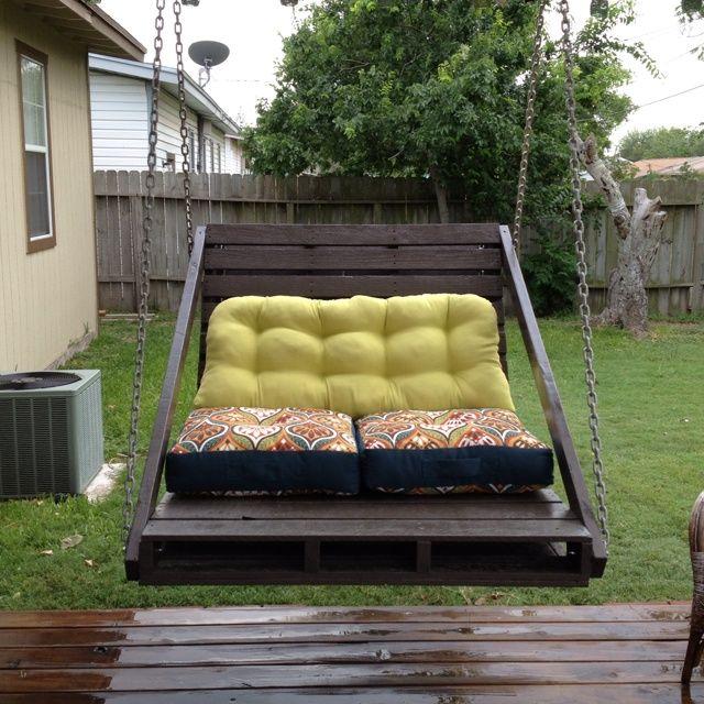 садовые качели-кровать из паллет