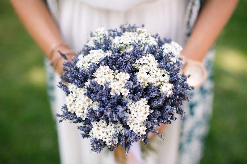 Свадебный букет невесты из ромашек (46 фото): составляем букет с ромашками и васильками или розами на свадьбу, модные тенденции