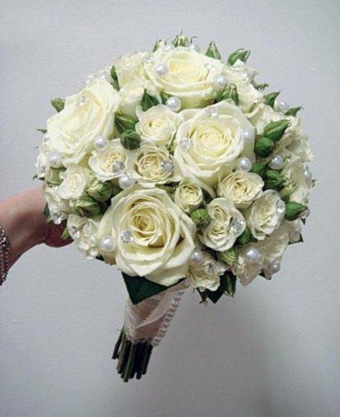 Белые кустовые розы