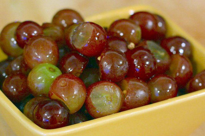 Маринованный виноград на зиму с корицей