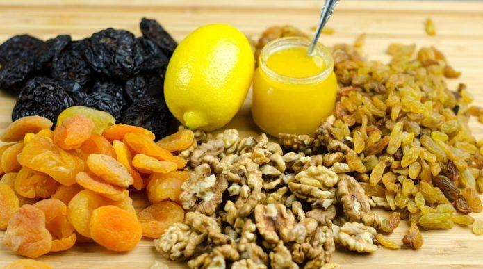 Лимон, мёд, орехи и сухофрукты