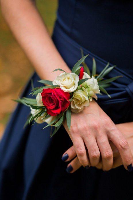 букет браслет невесте из роз