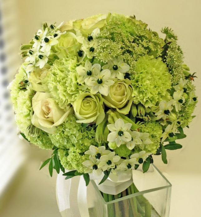 букет из зеленых роз и гортензии