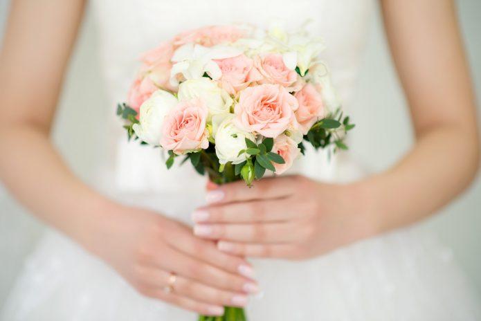 небольшой букет невесты