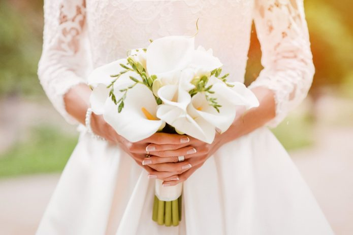 белые каллы в букете невесты