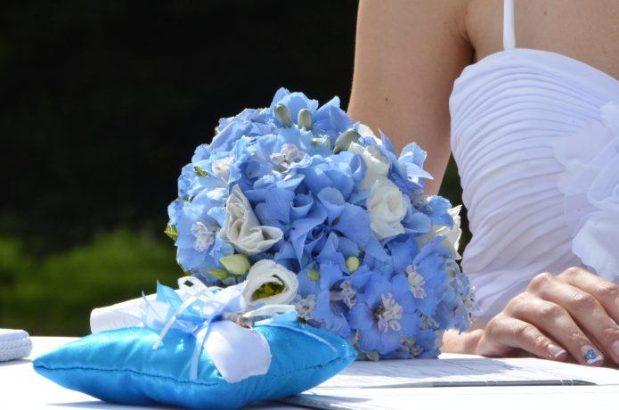 букет невесты из дельфиниума