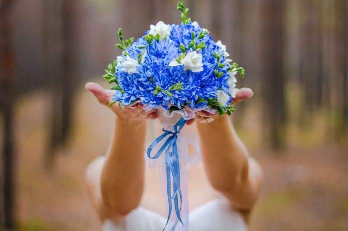 синие астры и хризантемы