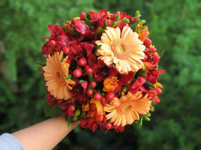 Осенний букет невесты с герберами