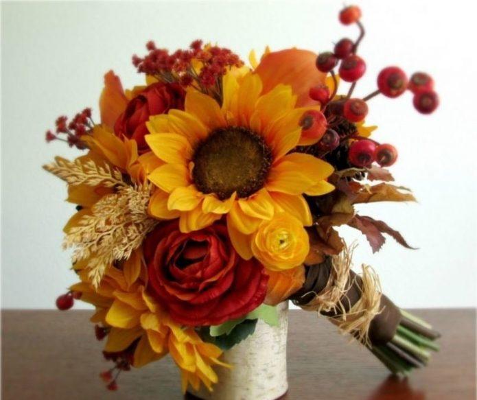 Осенний букет невесты с подсолнухами