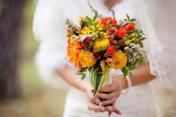 Желто-оранжевый свадебный букет