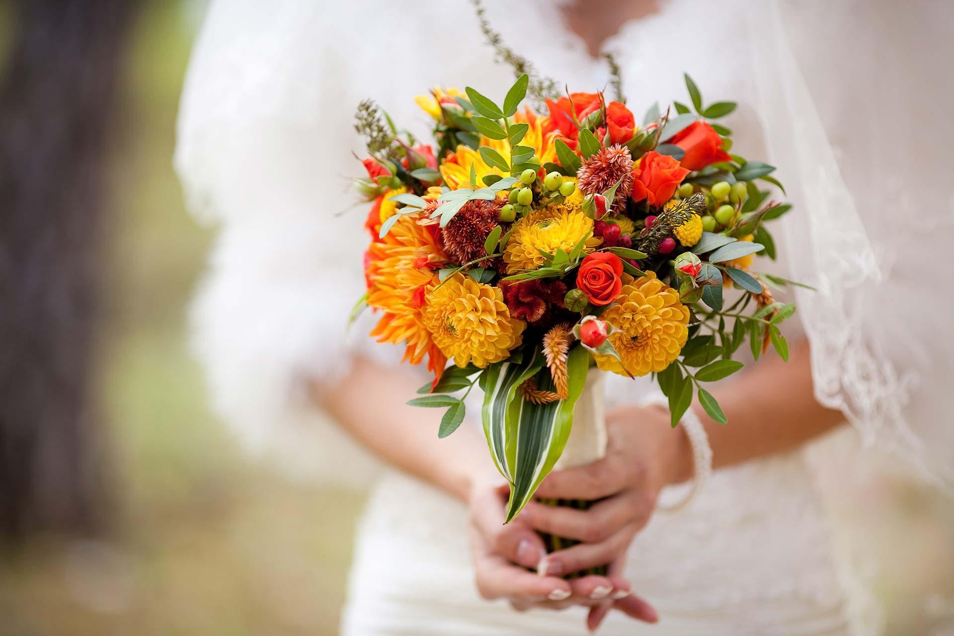 стоит свадебные букеты для невесты осенние фото помимо
