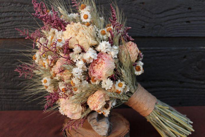 Осенний букет невесты с сухоцветами