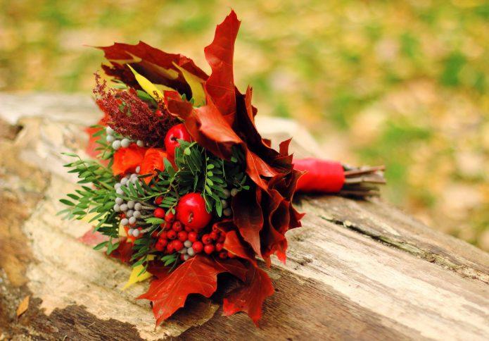 Букет невесты с сухими листьями