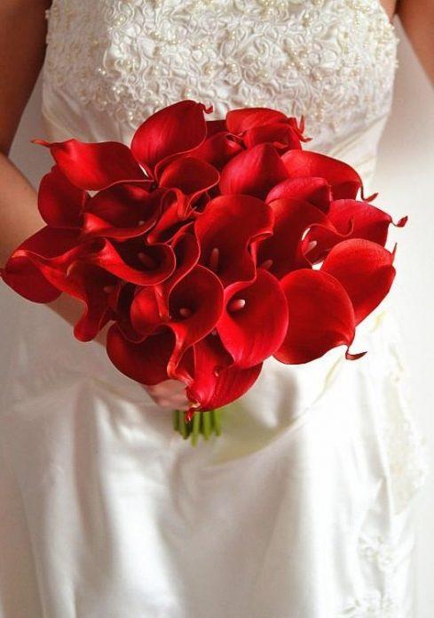 Букет невесты из красных калл
