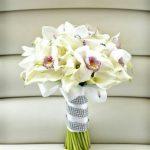 Букет невесты из калл с орхидеями