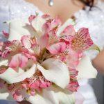Букет невесты из калл с альстромериями