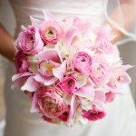 Букет невесты из пионовидных роз с орхидеями