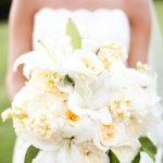 Букет невесты из пионовидных роз с лилиями