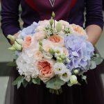 Букет невесты из пионовидных роз с гортензией