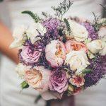 Букет невесты из пионовидных роз с лавандой