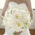 Букет невесты из пионовидных роз с ландышами