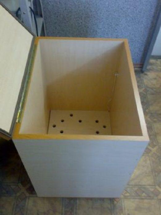 Ящик с двойным дном для хранения овощей на балконе