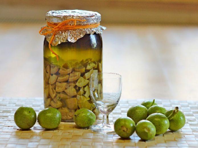 Настойка из зелёных грецких орехов
